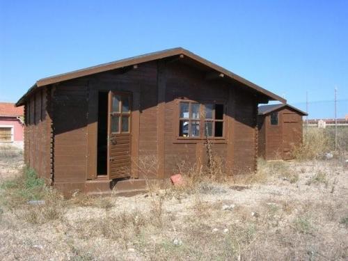 Terreno rustico con casa de madera junto al paraje torrevieja