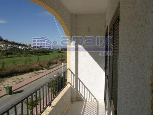 En Rojales piso en urbanizacion privada a 8km del centro