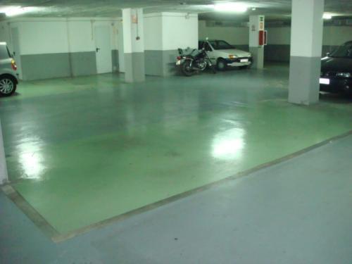 PARA COCHE Y MOTO Plaza de parking súper grande de