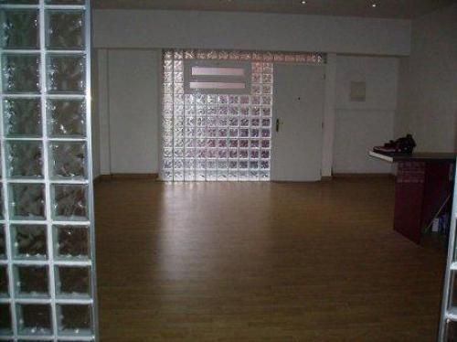 Zona: SISTRELLS (141.000euros) El loft tiene suelo de parket tiene