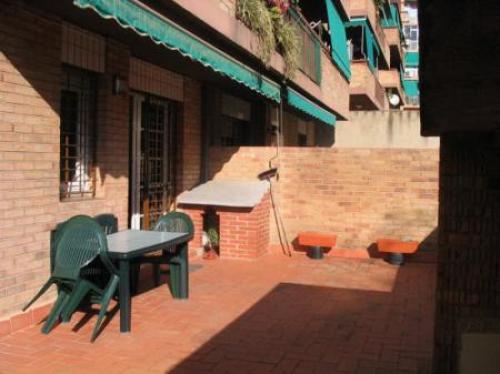 ZONA: BUFALA. En buen estado amplio y exterior con patio