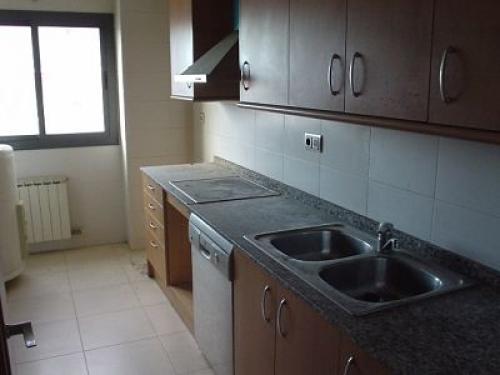 Obra nueva cerca de Montjuic, cocina equipada, 3 habitaciones