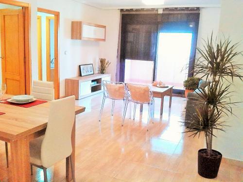 Apartamento con garaje piscina centro Torrevieja