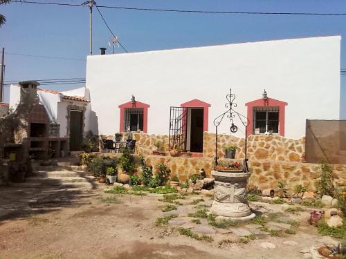 CASA CHALET EN LOS PALACIOS ROJALES