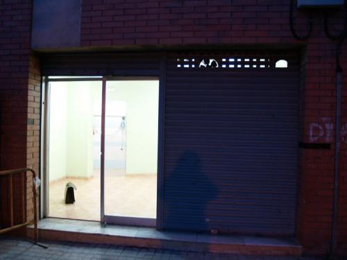 Local Comercial de 50 m2 con Gran Escaparate y mostrador