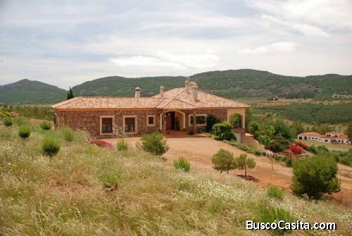 Finca de 9,5 hectáreas con preciosa casa de 500m2 en plena naturaleza en Badajoz (España)